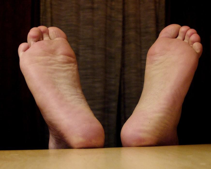petit bouton sur les pieds qui gratte